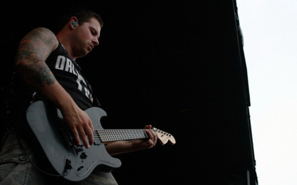 photo-Kevin-Skaff-a-day-to-remember-guitar